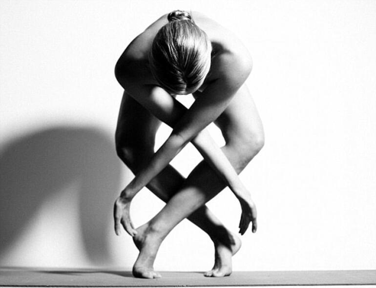 Instagram'ın yeni modası 'çıplak yoga'