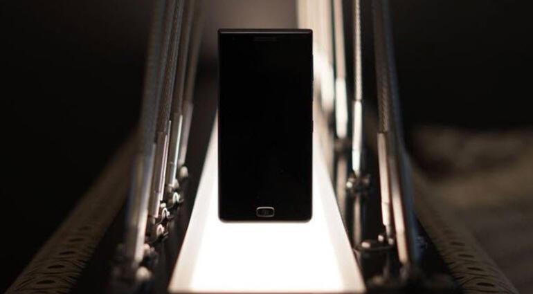 İşte BlackBerrynin yeni canavarı: BlackBerry Motion