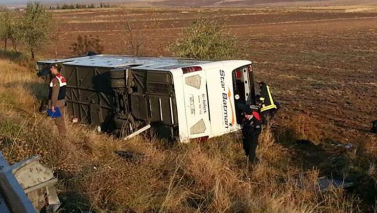 Son dakika... Yolcu otobüsü devrildi: Ölü ve yaralılar var