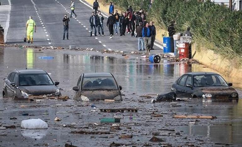 Yunanistan'da sel suları can aldı