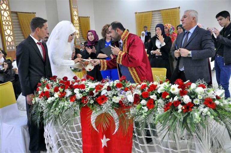 Bir müftü, ilk kez resmi nikah kıydı