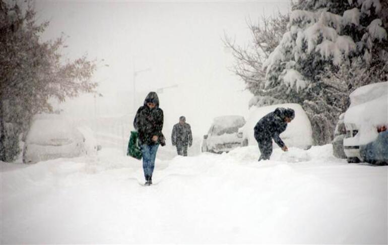 Kent buz kesti... 348 mahalle, mezra yolu kapandı