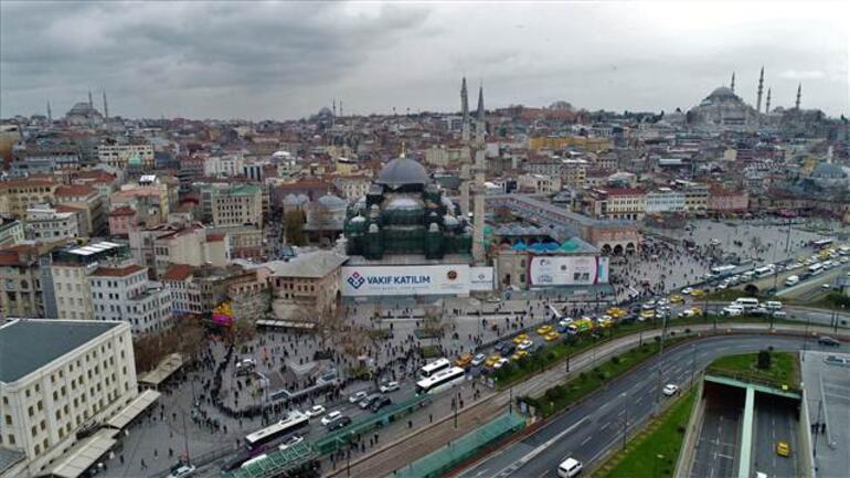 Burası İstanbul... Kuyruk bugün daha da uzadı