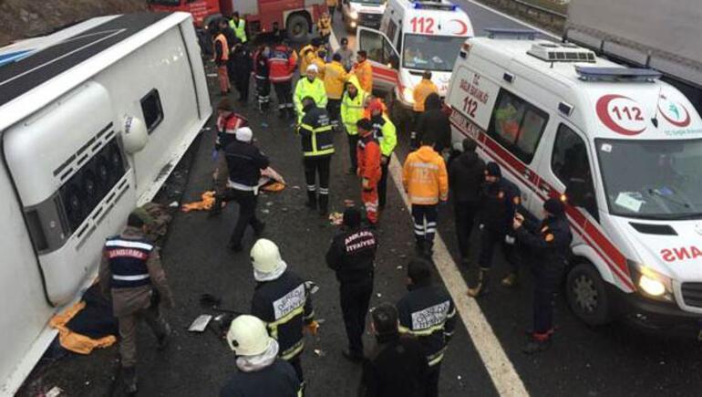 Yolcu otobüsü devrildi: 2 kişi hayatını kaybetti, 20 yaralı