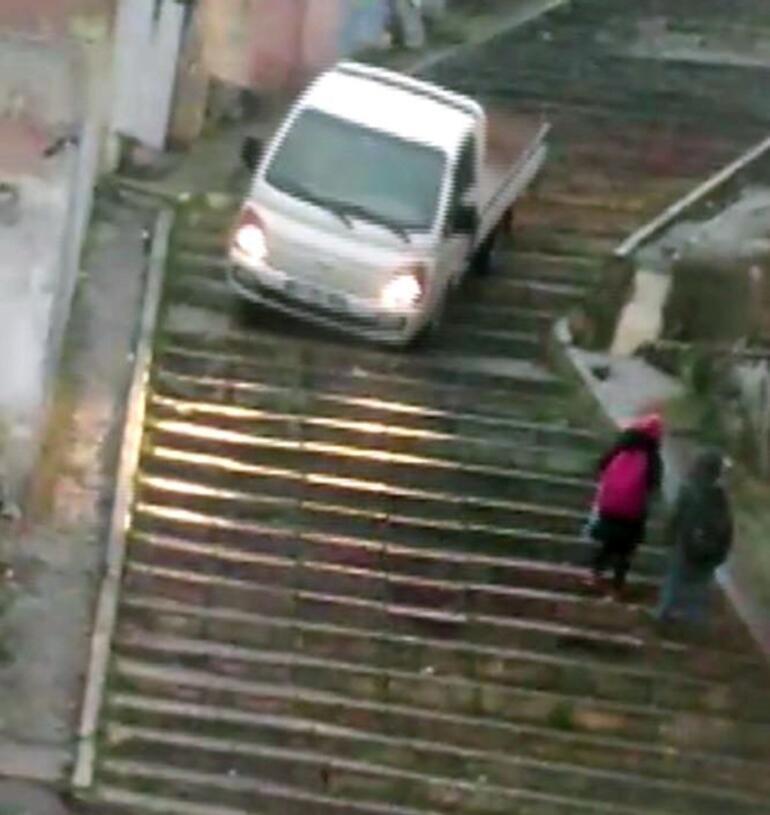 Yer: Kadıköy... Caddeye kısa yoldan inmek isteyince...