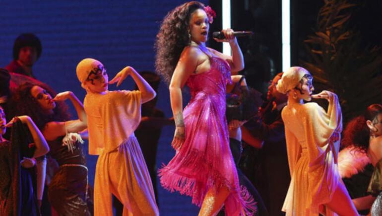 Rihanna bize gelmesin