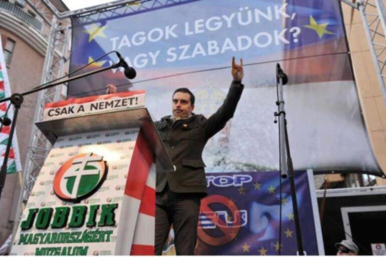 Avrupa ülkesinde bozkurt işareti yapan liderin oyları hızla artıyor