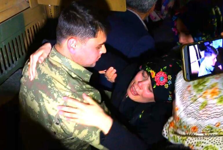 Afrin'e giden askere otoyolda duygulandıran sürpriz
