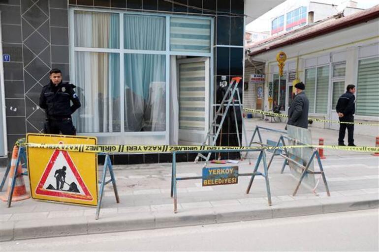 Şehide haciz skandalı... Avukatın bürosunun camları kırıldı