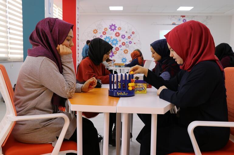 Öğretmenler ve öğretmen adayları 'zeka oyunları' öğreniyor