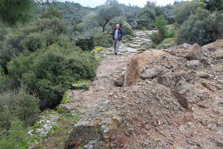 Antik Yollar : Zeytinliklere yol açmak için antik yolu tahrip ettiler son dakika