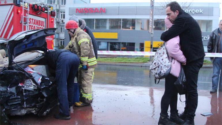 Kaza yapan yakınının kurtarılmasını gözyaşlarıyla izledi