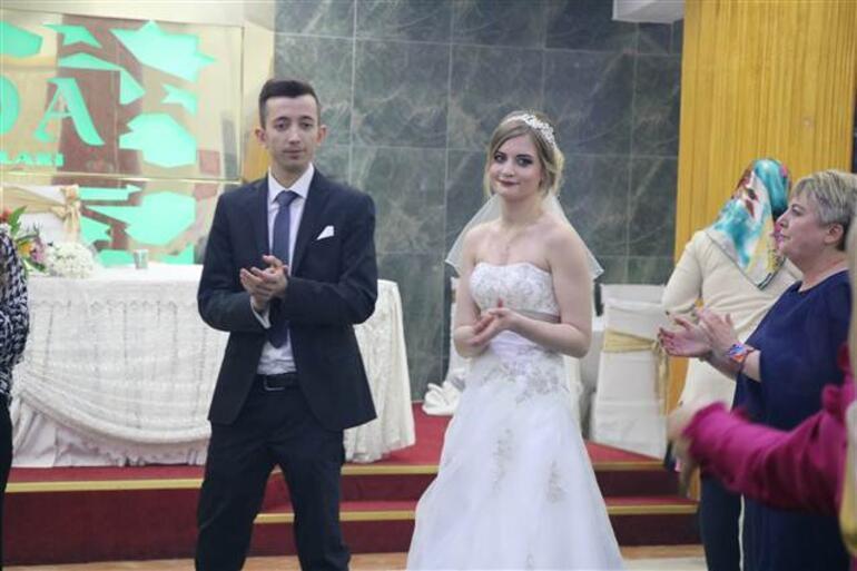 Türk garsona aşık olup evlendi