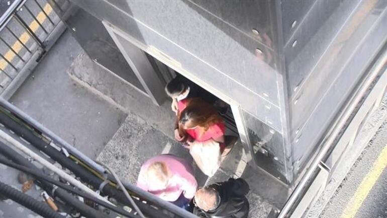 Metrobüs durağındaki asansörde korku dolu anlar... 12 kişi 25 dakika mahsur kaldı