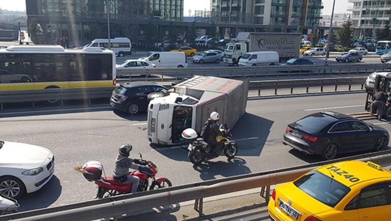 İstanbul trafiği kilit... Ambulans bile gidemedi