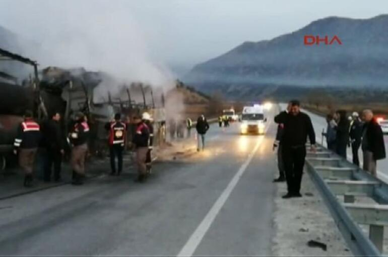 TIRa çarpan yolcu otobüsü yandı... Çok sayıda ölü ve yaralı var