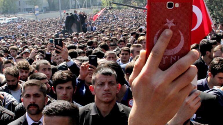 Alparslan Türkeş mezarı başında anıldı Binlerce kişi geldi…