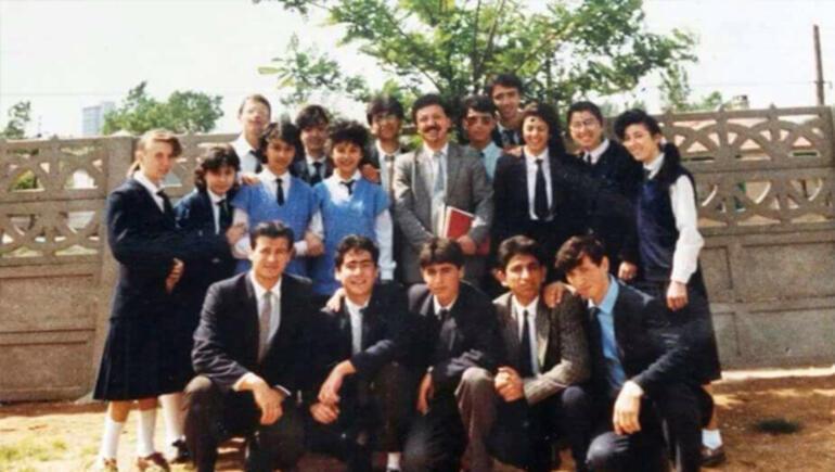 Şehir şehir gezerek 23 yıl önceki öğretmenlerini buldu