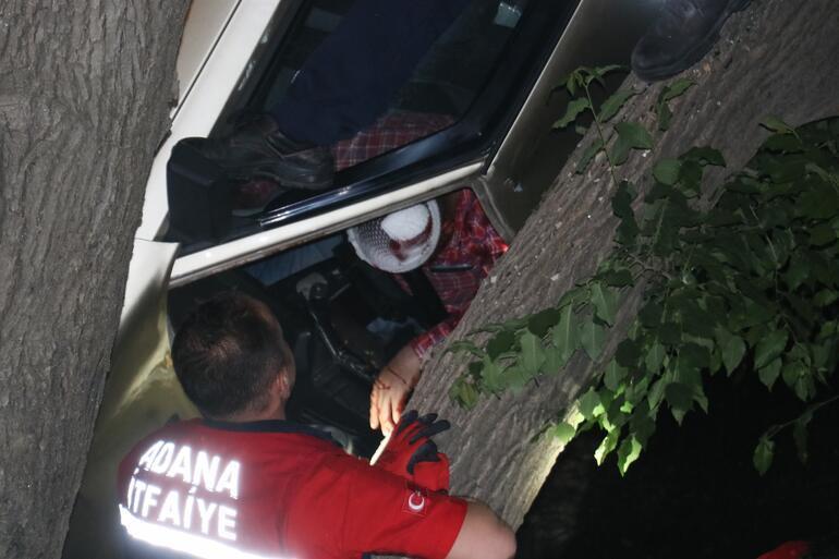 Burası Adana: Ağaçtaki araçtan son anda kurtarıldılar
