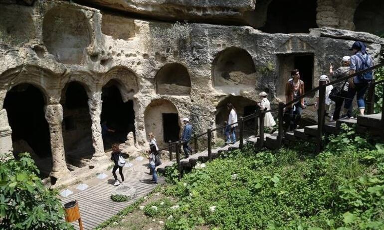 Bin esirin yaptığı Titus Tüneli gezginlerin yeni gözdesi