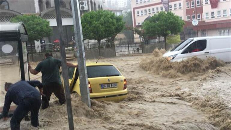 Ankara bugün felaketi yaşadı... Bir kişi sele kapıldı