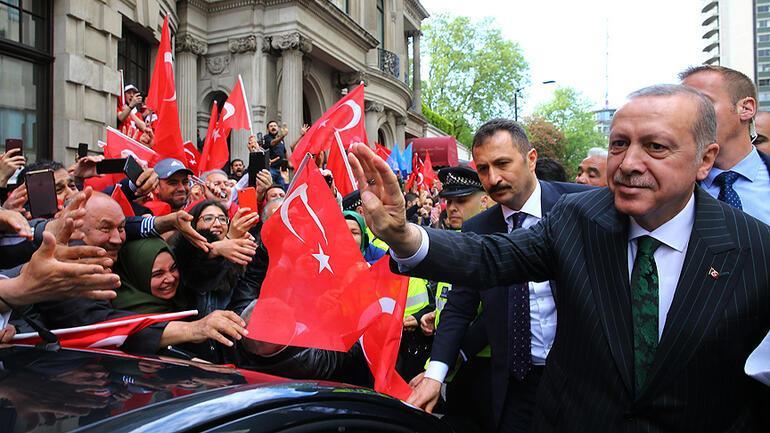 İngilteredeki Türklerden Erdoğana sevgi gösterisi