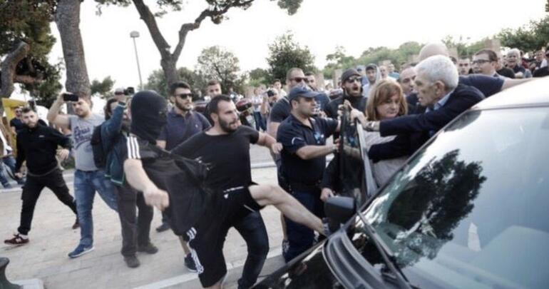 Türkler kardeşim diyen başkana saldırdılar