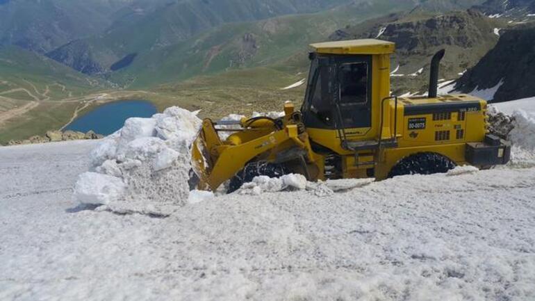 Bu fotoğraf bugün Türkiyede çekildi Haziran ayında karla mücadele