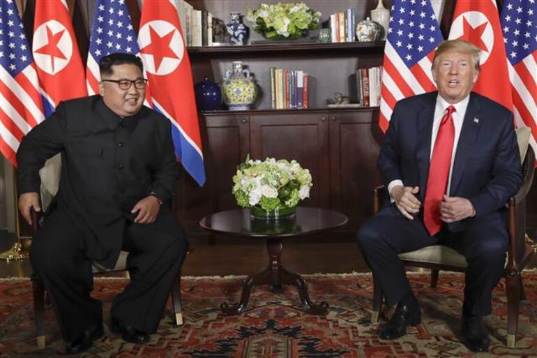 Son dakika... Tarihi buluşma... ABD Başkanı Trump ile Kuzey Kore lideri bir araya geldi