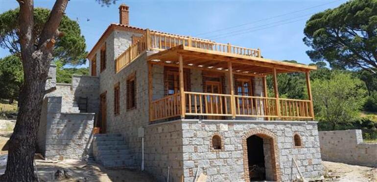 İlber Ortaylı köye yerleşti İşte o ev...