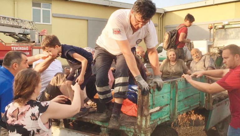 Sarılar destanı: Köy halkı 25 traktörüyle koşup onlarca insanı kurtardı