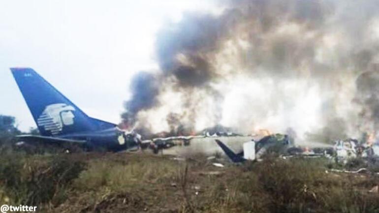 Son dakika... Meksikada yolcu uçağı düştü
