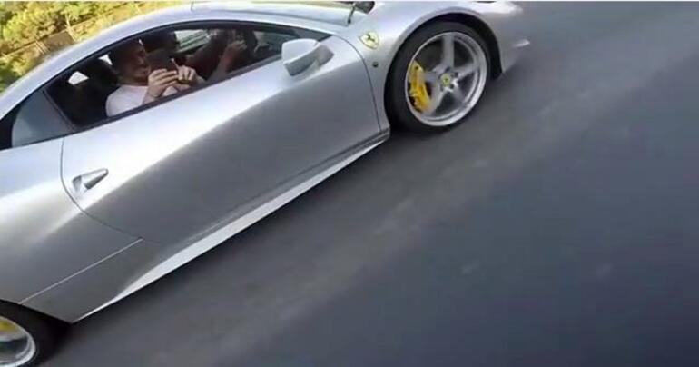 Acun Ferrari'si ile yakaladı Motorcu şoke oldu…