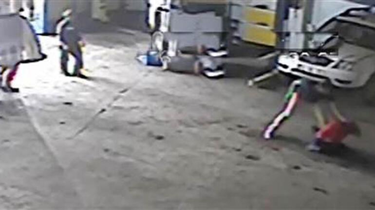 Baba ile oğlu, tartıştıkları astsubay ve 2 arkadaşı tarafından dövüldü