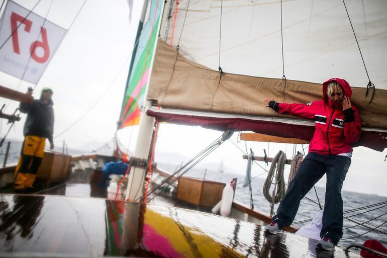 Teknelerle Leros Limanı'na yanaşan yarışmacıların gün boyu eğlenceli vakit geçirdikleri öğrenildi.