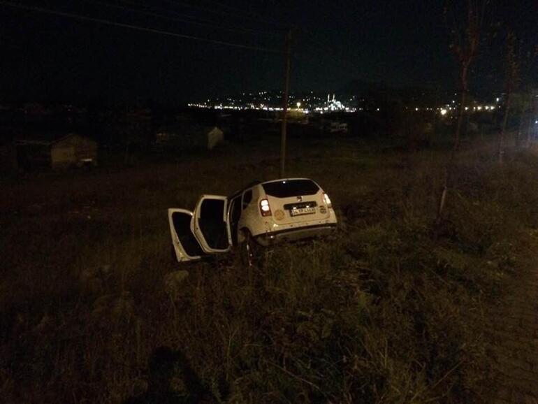 Dur ihtarına uymayan araç, polislere çarptı