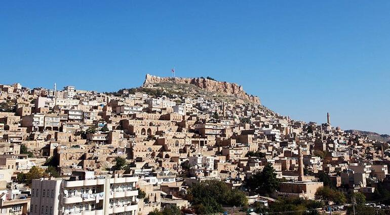 Gölgesi birbirinin üstüne düşmeyen Mardin evleri