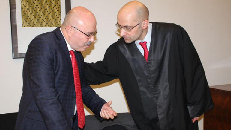 Cem Özdemir'e  hakaret cezası  yarıya indirildi
