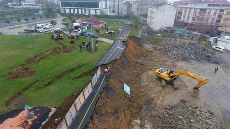 Gaziosmanpaşa'da parkın istinat duvarı çöktü