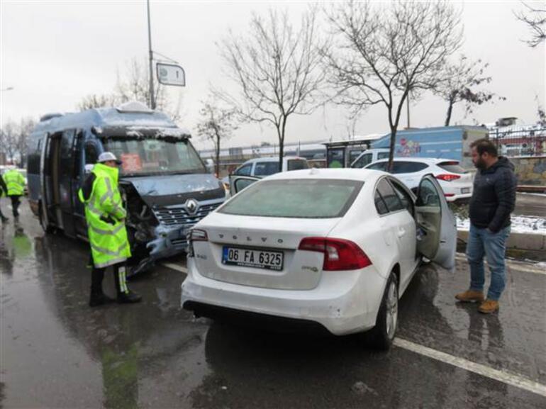 Ümraniye'de kar yüzünden kaza oldu: Hamile kadın yaralandı