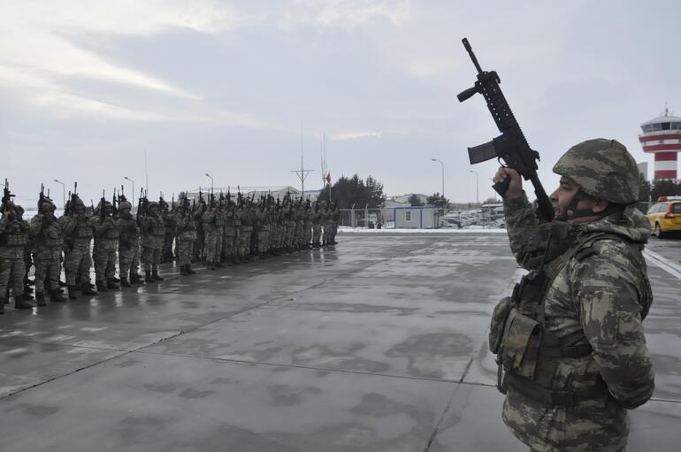 Komandolar yolda