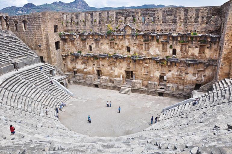 Aspendos'ta  tiyatro kavgası