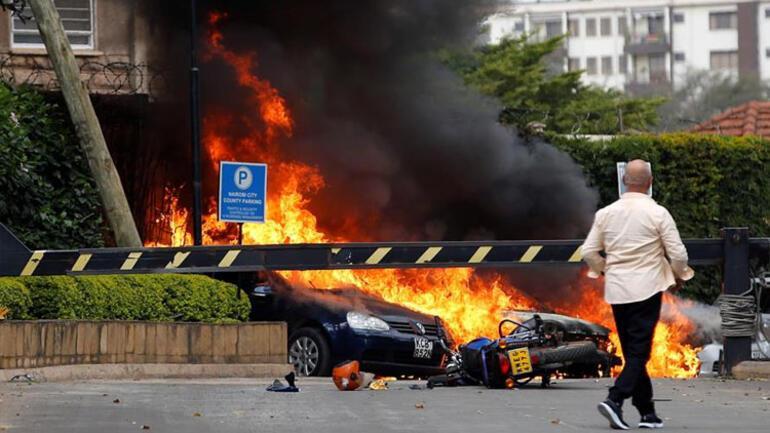 Son dakika.. Kenyada patlama ve silah sesleri
