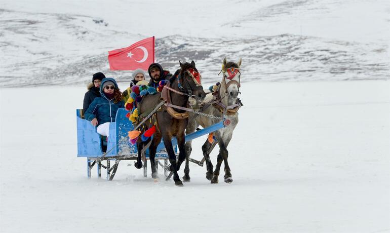 Yerli yabancı turist akın etti Eksi 30 derecede, 124 kilometre boyunca...