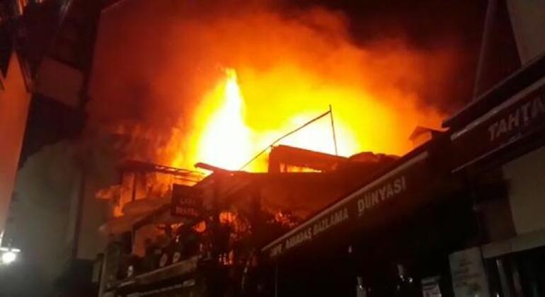 Son dakika: Ankarada tarihi Hamamönü Çarşısında yangın çıktı