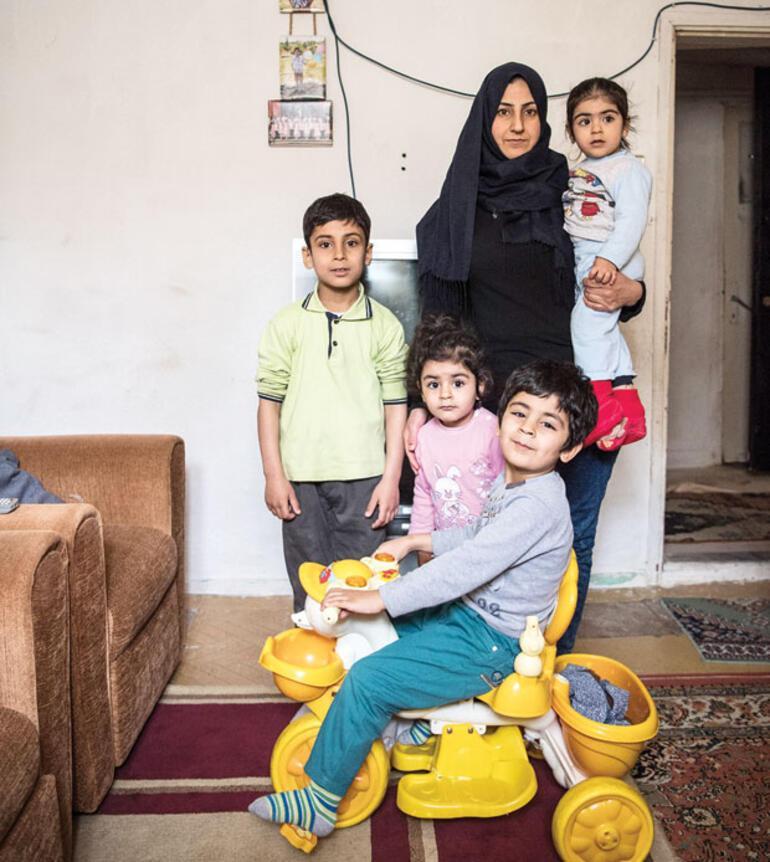 Yaşamıyoruz ama ölü de değiliz...Türkiyenin 4 farklı şehrinden Suriyeli 53 kadın anlatıyor