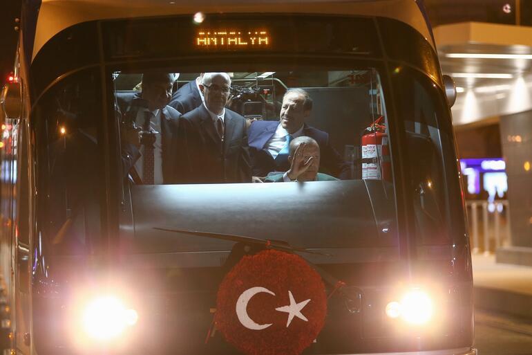 Cumhurbaşkanı Erdoğan yeni tramvay hattını açtı