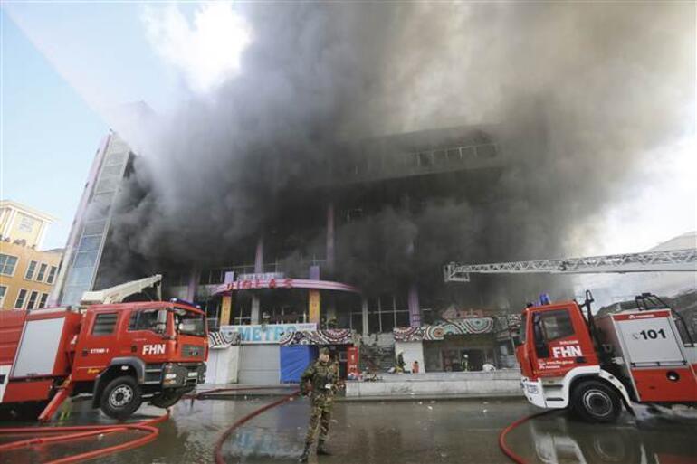 Bakü'de alışveriş merkezinde yangın