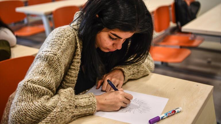 Eğitim fakültesi profesörünün 13 yıllık deneyi: Yüzde 90'ı papatya çiziyor