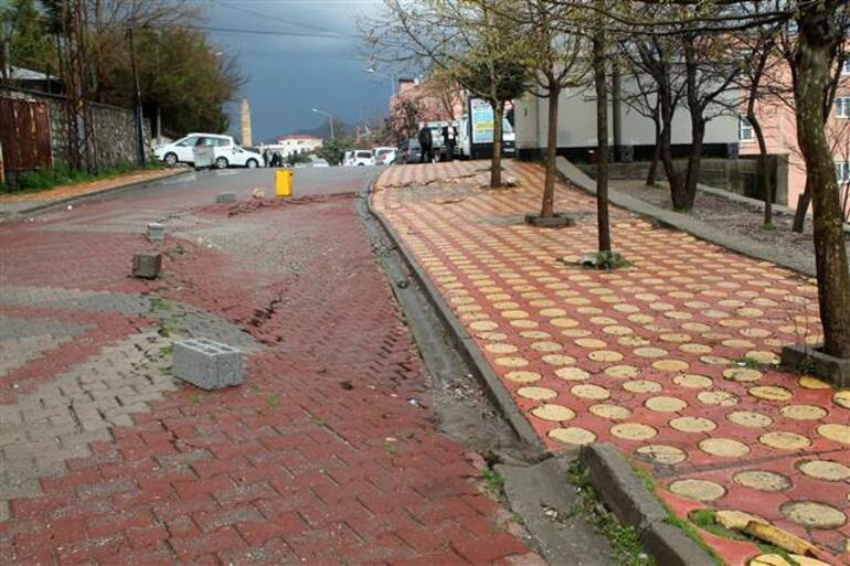Kozlukta yoğun yağış nedeniyle yol çöktü